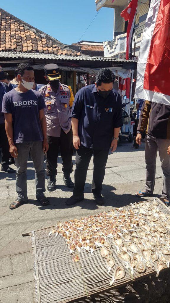 Menteri BUMN Kunjungi Nelayan  Kampung dusun Nambangan